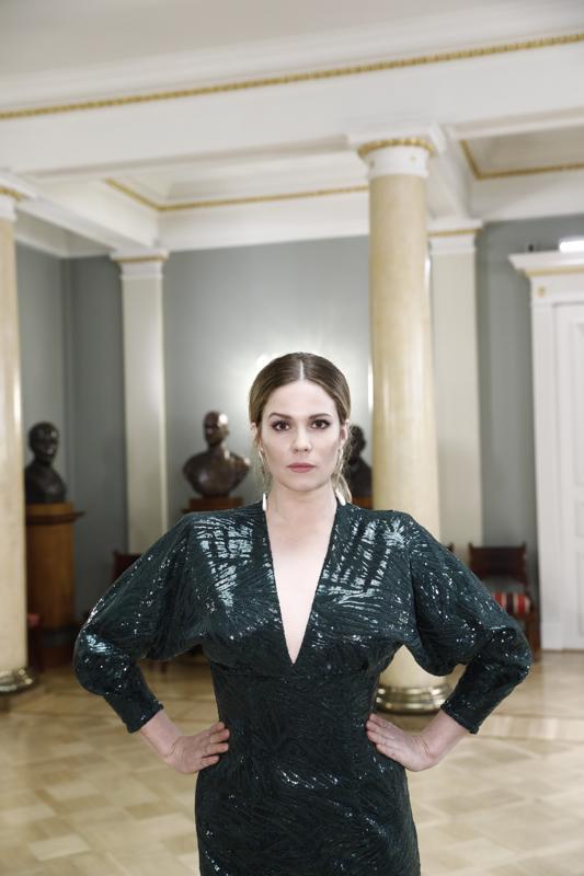 Näyttelijä Pihla Viitala nautti Linnan juhlien tunnelmasta.