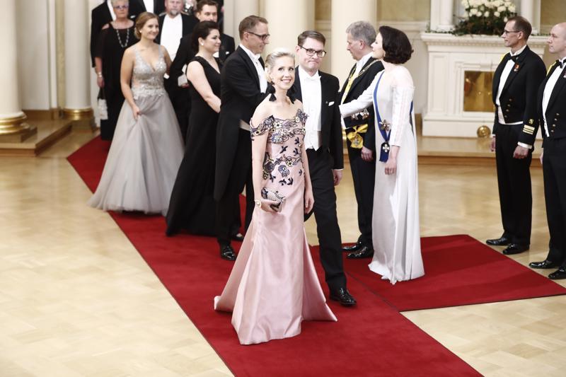 Helsingin yliopiston biologian didaktiikan yliopistonlehtori Arja Kaasinen pukeutui ympäristöteemaan sopivaan pukuun.