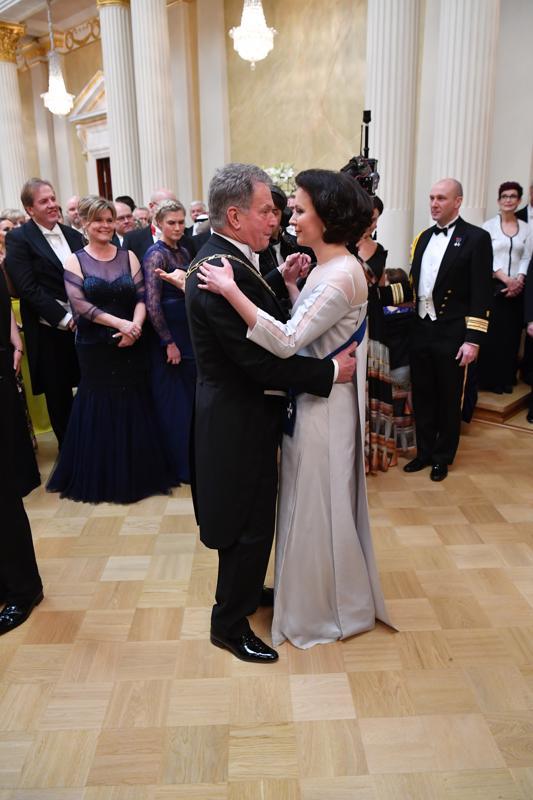 Presidenttipari tanssilattialla
