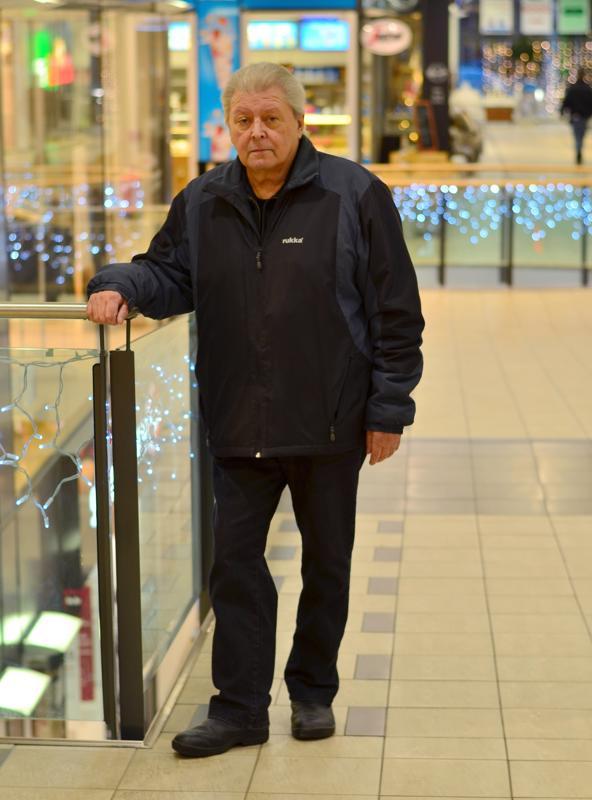 Bengt Huhta on syntyisin Kaarlelasta ja asuu Kruunupyyssä. Kokkolassa hän käy viikoittain.