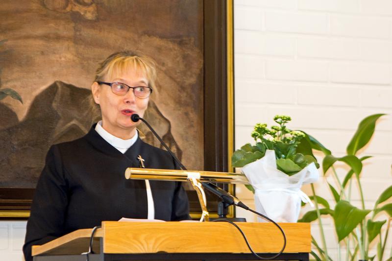 Kirkkoherra Eija Seppä luotasi monipuolisesti Suomen ja suomalaisuuden vahvuuksia ja uhkia.