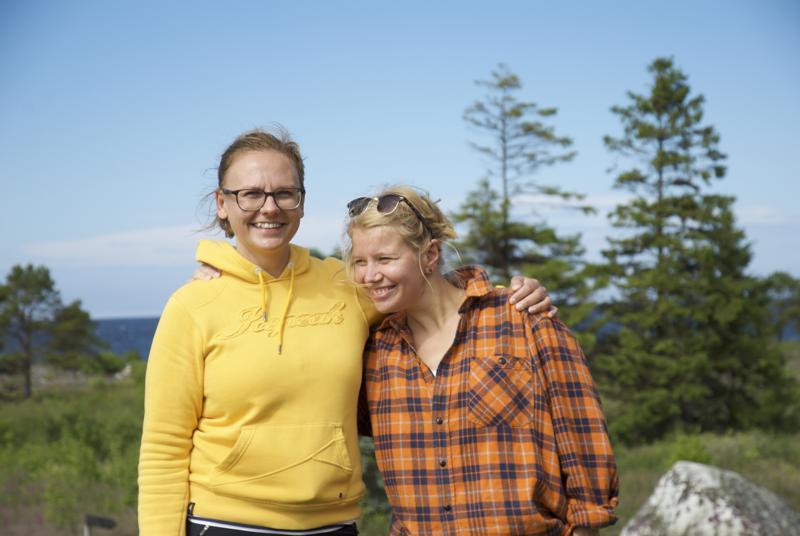 Virve Juola ja Julia Autio ovat entisiä kalajokisia ja viettivät kesällä 2017 muutaman päivän Maakallassa. Siellä syntyi ajatus museon pelastamisesta.