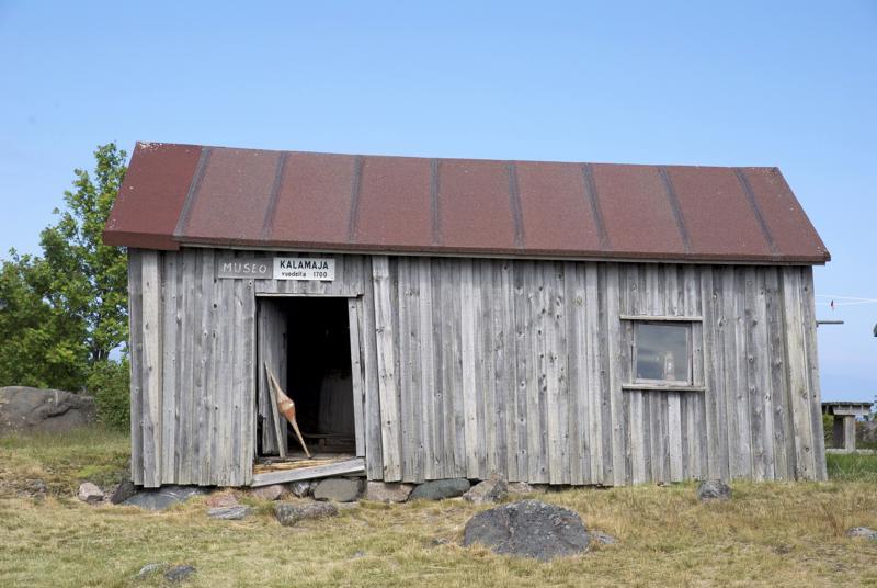 Maakallan museona toimii tällä hetkellä 1700-luvun kalamaja.
