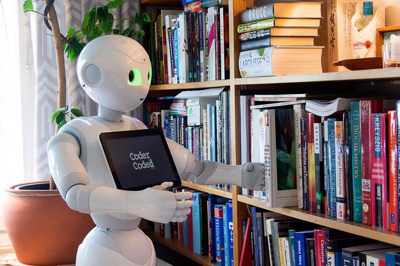 """Tuija Leivo-Rintakorpi mielipidekirjoituksessaan: """"Seuraavan vaalikauden keskeinen tehtävä on sanoittaa yhdessä suomalaisille kansallinen visio ja silta yli sen murroksen, jotka digitalisaatio, robotiikka sekä tekoäly (AI) aiheuttavat."""""""