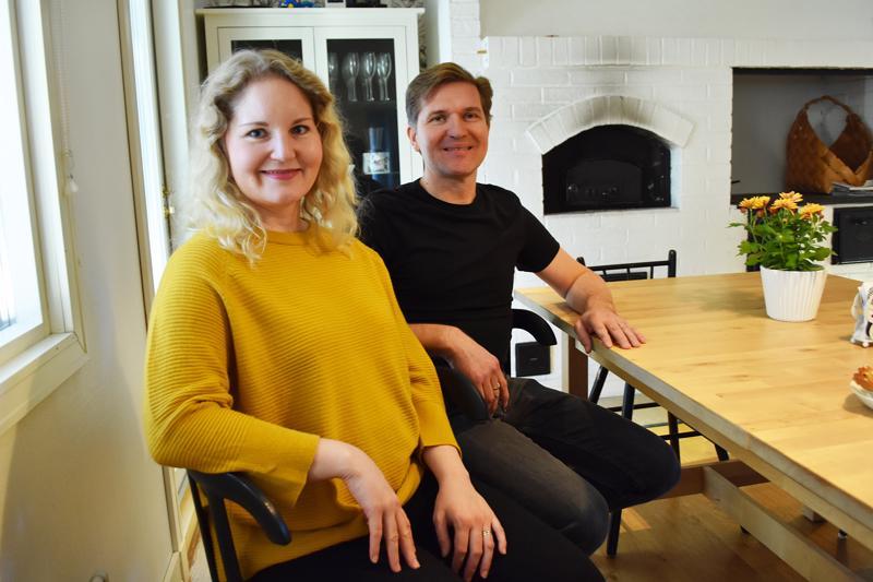Haapaveden Vuoden 2018 Nuori Yrittäjä Annukka Pesosen Oivalluskoulun asiakkaat ovat pääasiassa Etelä-Suomesta. Puoliso Mikko Pesonen on Omega-keittiöitten edustaja.