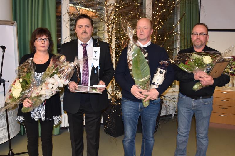 Kannuksen vuoden 2018 yrittäjät: Anette ja Kim Huhta sekä Yli-Tokola Oy:n Vesa ja Timo. Kuvasta puuttuu Pekka Yli-Tokola.