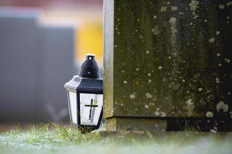 Poliisi löysi marraskuussa haapavetisen pariskunnan kotoa noin viiskymmentä erilaista hautalyhtyä.