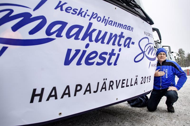 Liikuntasihteeri Jarmo Eronen esitteli viime tammikuussa Uudenkaarlepyyn viestin yhteydessä Haapajärven viestin tunnusta.