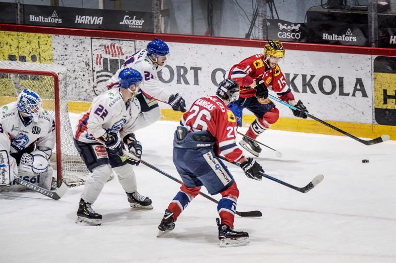 Kultakypärä Samu Markkula ja Kristian Kangas pitivät Lempäälän puolustusta lähes pilkkanaan.
