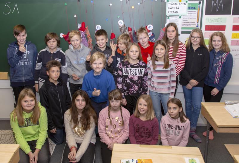 Oppilaat valitsivat yhdessä mitä 12-vuotiaan lahjaan ostetaan.