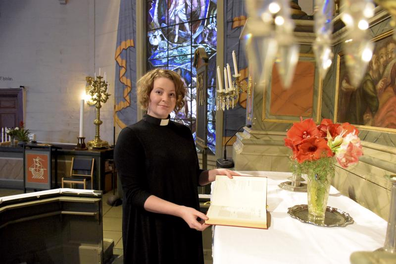 Papin työ on 34-vuotiaalle Mia Anderssén-Löfille tuttua jo kahdeksan vuoden ajalta. Kirkkoherranakin hän pyrkii olemaan myös seurakunnan lähellä.