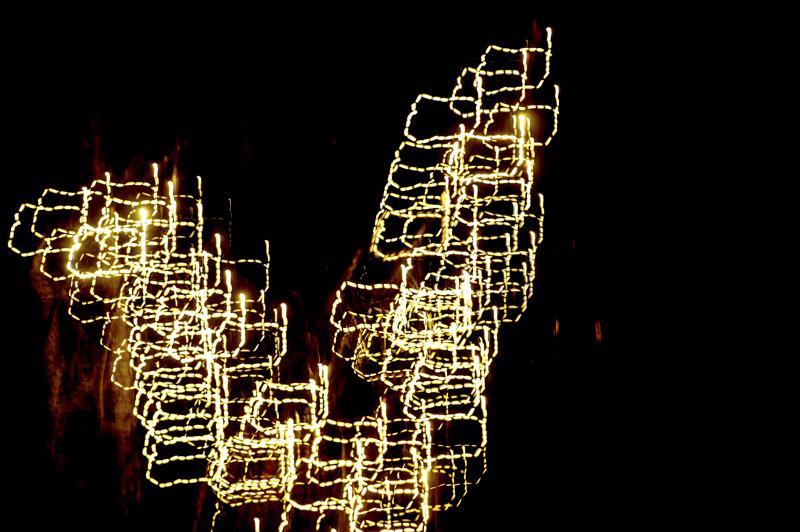 Joulu on valon sekä kuluttamisen juhlaa. Juhlaa ei tarvitse tummentaa arjen huolilla, mutta oman talouden kestävyys täytyy pitää mielessä joulusuunnitelmien toteutuksessa.