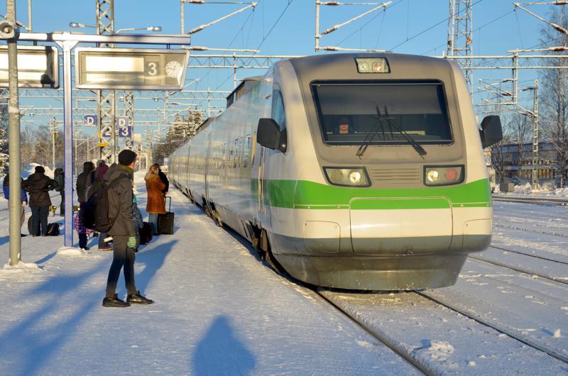 Kaupunginjohtajat painottavat kannanotossaan, että Pohjois-Suomen elinkeinoelämän ja ilmastotavoitteiden osalta on tärkeää saada Oulusta tunnin junayhteydet Kokkolaan, Rovaniemelle ja Kajaaniin.