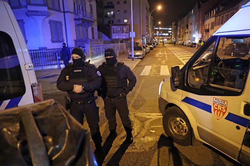Poliisin laajat etsinnät Strasbourgin ampujan löytämiseksi päättyivät myöhään torstai-iltana tulitaisteluun. Ranskan poliisi tiedotti hetkeä myöhemmin, että epäilty ammuskelija kuoli poliisin luoteihin.