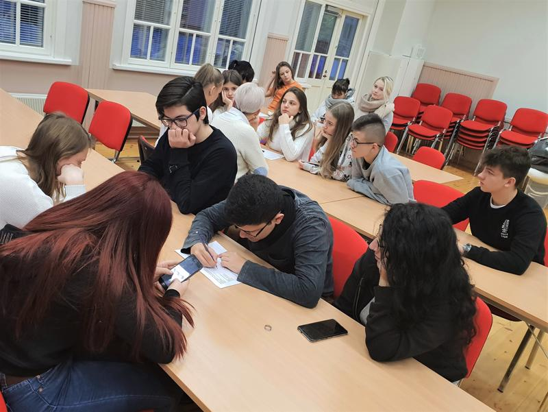 Raudaskylän lukiossa on perehdytty viikon ajan digitaalisen tarinankerronnan menetelmiin. Mukana on ollut lukiolaisia opettajineen Italiasta, Kreikasta ja Puolasta.