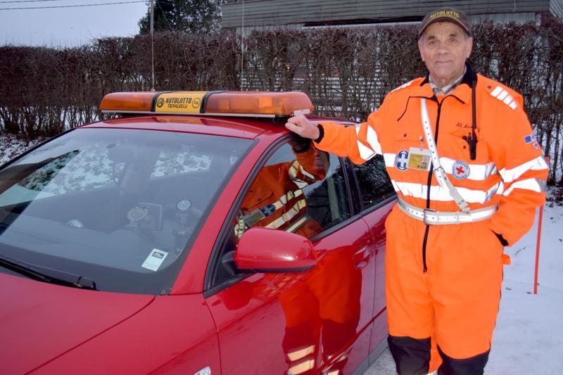 Autoliiton tiepalvelun Heikki Jylkkä Reisjärveltä toivottaa turvallista matkaa joulunviettoon.