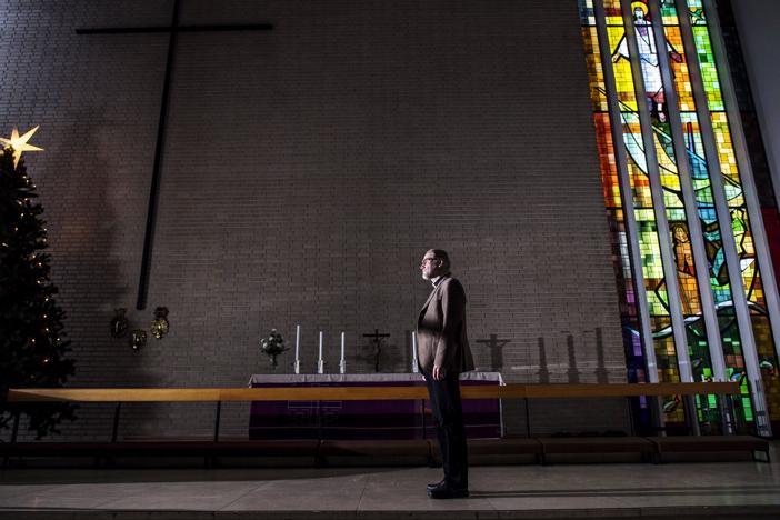 Kokkolan suomalaisen seurakunnan kirkkoherra Jouni Sirviö sanoo, että kirkon kulttuuriseen muutokseen voidaan vastata nuorempien sukupolvien voimin.