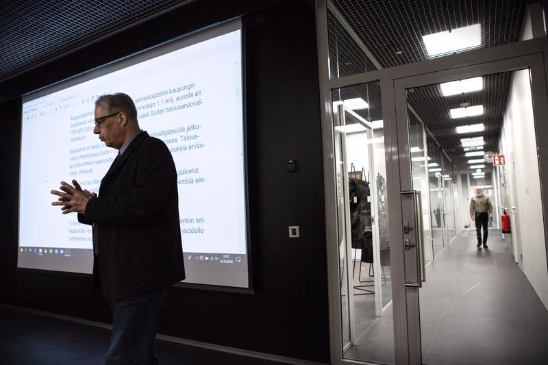 Kokkolan talousjohtaja Jari Saarinen kertoo, että kaupunki voi jättää osan Soiten laskuista maksamatta.