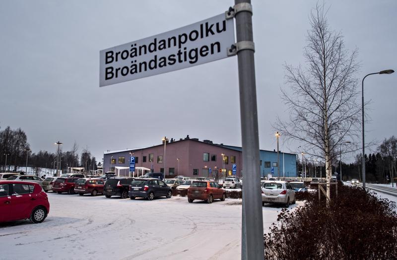 Kokkolan Isokylän koulun laajennusosa on tarkoitus rakentaa monitoimitalon Broändanpolun puoleiselle osalle korttelia.