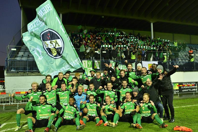 Syksyllä liiganousua juhlinut KPV:n edustusjoukkue sai Kokkolan kaupungin liikunnan erikoispalkinnon.