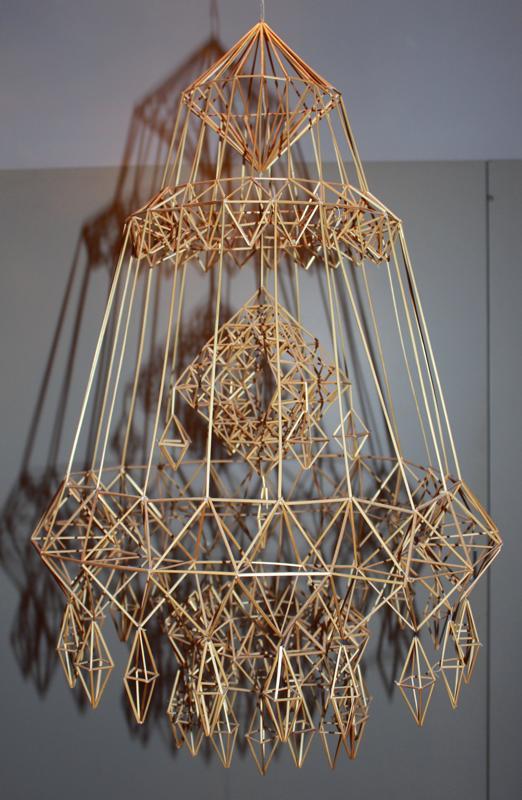 Hilma Sievä sai vuonna 1976 Valtion Taideteollisuuspalkinnon kokoonmenevästä himmelistä. Himmelissä on olkia noin 2500 kappaletta, yhtätoista eri pituutta. Himmeliä voi säilyttää pienessä tilassa vaikkapa pahvilaatikossa.
