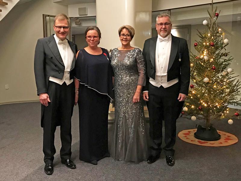 Itsenäisyyspäivän vastaanotolla Nivalaa edustivat Esa ja Elina Jussila sekä Leena ja Jukka Turunen. Elina Jussila ja Jukka Turunen saivat kutsut onnistuneen Sovinnonpuheen juhlan ansiosta.