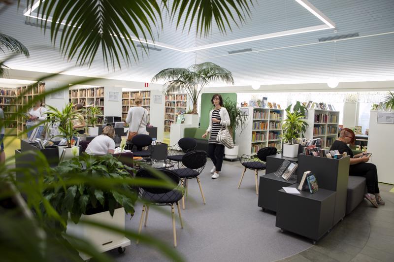 Kirjastossa tehtiin suuri remontti kevään aikana, jonka vuoksi pääkirjasto oli suljettuna kolme kuukautta. Lainausosastolla uusittiin 31 vuotta vanha kalusto, kuten myös lattiapinta. Lasten ja nuorten osastoa laajennettiin kovan kysynnän vuoksi.
