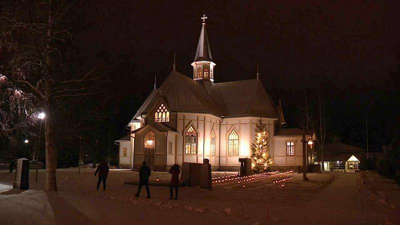 Kälviän kirkko kutsui joulukirkkoon kello kahdeksan aamulla.