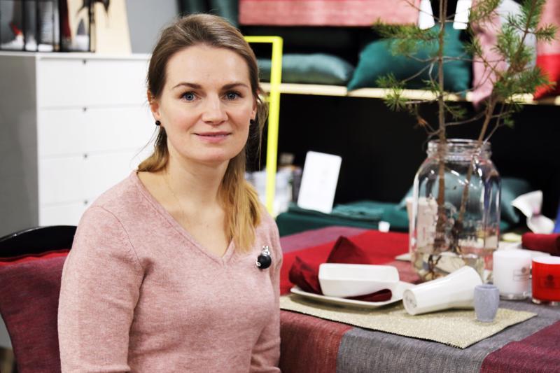 Irina Kolistratova on koulutuksensa myötä kiinnostunut sisustuksesta ja sisustustekstiileistä. Harjoittelupaikka Pisa Designilla on avannut näkymän sisustustekstiilien suunnittelun alkuvaiheisiin.