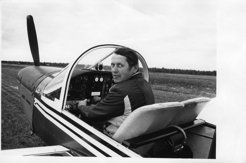 Ilmari Alatalo ja Ralley Minerva. Koneen ostaminen vuonna 1971 oli Haapavedellä uutistapahtuma.