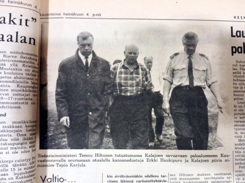 Sisäasiainministeri Teemu Hiltunen kävi tutustumassa Kalajoen paloalueeseen.