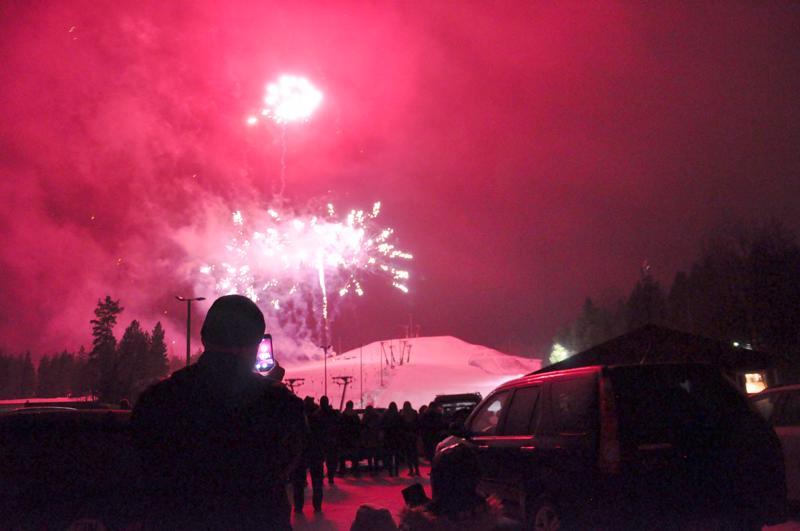 Uudenvuoden ilotulitus järjestetään Kaustisella hiihtokeskuksen rinteestä. Illan tuuliennusteita seurataan nyt tarkkaan.