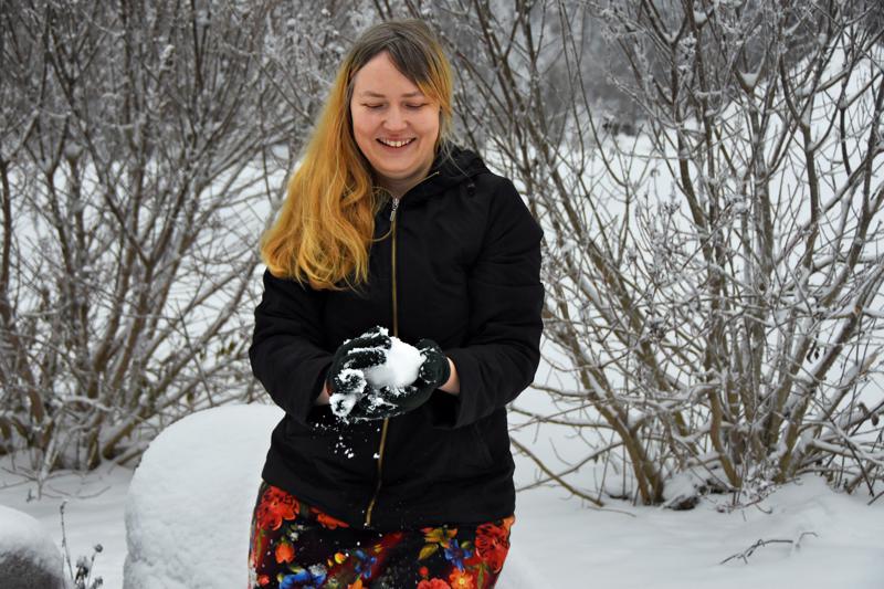 Muusikko Sanika Karhunpesä haluaa jatkaa tulevaisuudessakin laulujen tekemistä ikäihmisten kertomusten pohjalta.