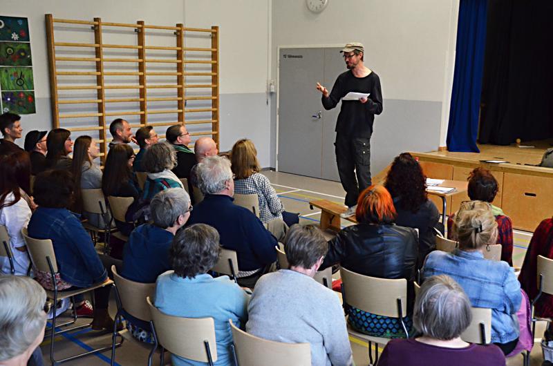 Juha Hurme on vuosia pitänyt Haapavesi Folkien yhteydessä kirjallisuusseminaaria. Maiju Lassila sen sijaan ei tiettävästi ole paikkakunnalla vieraillut.