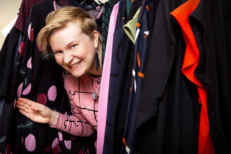 Kokkolalainen Tiia Horila ehti kokeilla muutamia erilaisia verkostomarkkinointituotteita ennen kuin löysi itselleen mieluisat tuotteet naisten- ja lastenvaatteista.