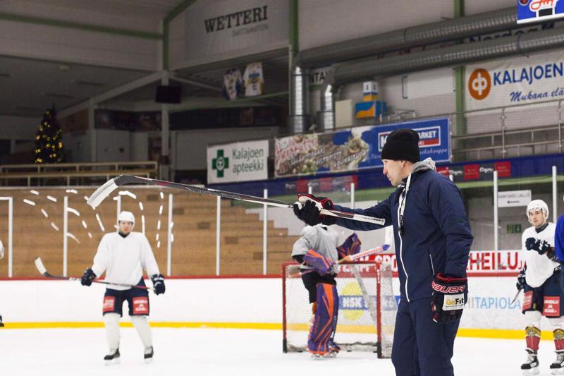 Keskiviikkona treenejä vetänyt JHT:n valmentaja Timo Seikkula lähtee kevätkauteen luottavaisin mielin.