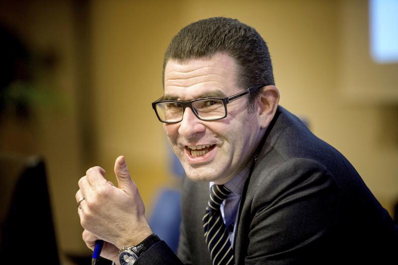 Kokkolan hallintojohtaja Ben Weizmann kertoo, että kymmenet vaalivirkalijat joutuvat allekirjoittamaan tietosuojasitoumuksen.