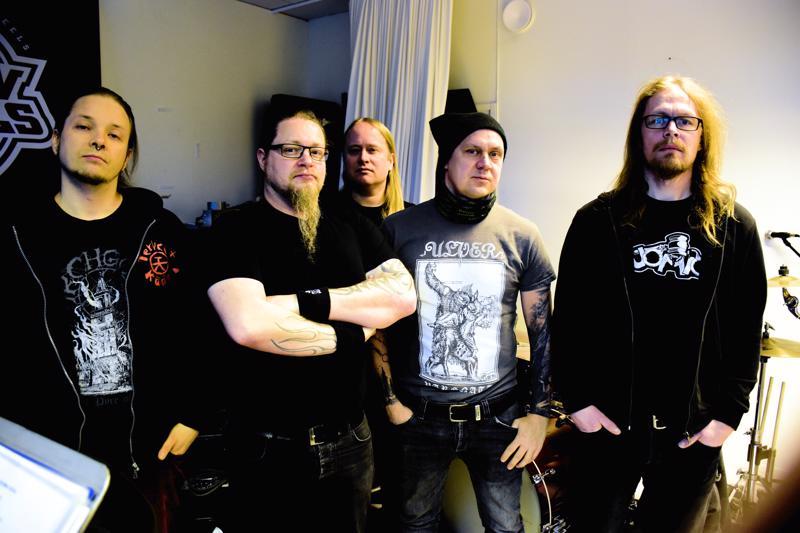 Tuoreet levyttäjät Antti Räisälä (vas.), Teemu Saari, Timo Kontio, Kena Strömsholm ja Jani Kuoppamaa.
