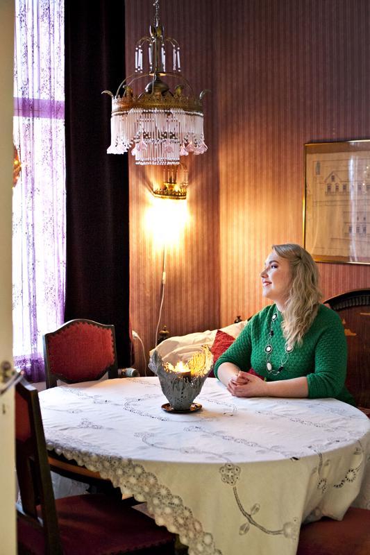 Tämä on yksi Venlan vanhoista huoneista Kalajoen vanhassa Säästöpankin talosta, jota hänen äitinsä taas asuu.