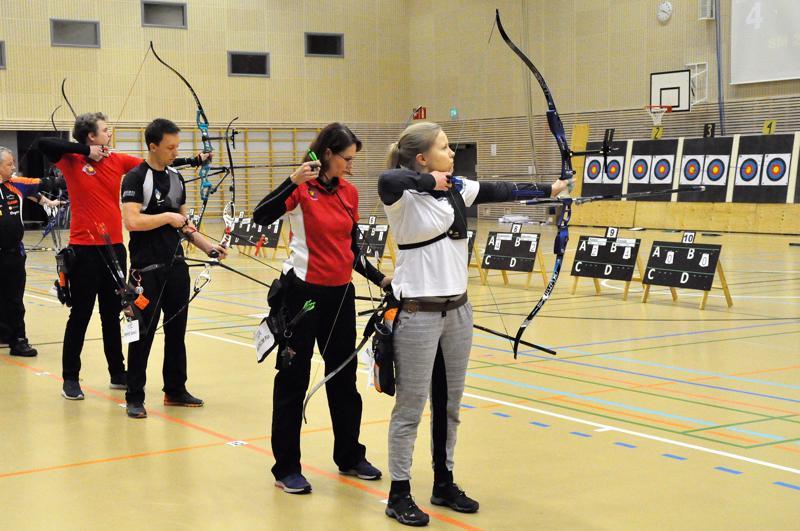 Kultaotteluissa tauluihin tähtäsivät Markus Nikkanen (vas.), Samuli Piippo, Piia Åkerblom ja Tiina Nissinen.