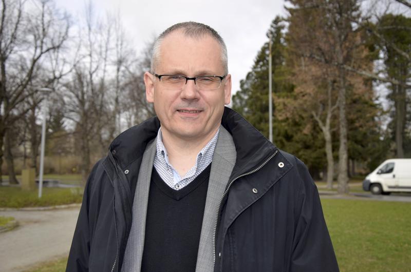 Pietarsaaren ruotsalaisen seurakunnan kirkkoherra Bo-Göran Åstrand tavoittelee Porvoon hiippakunnan piispan paikkaa.