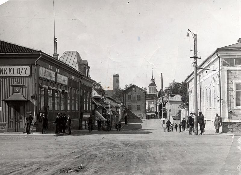 Ison askeleen kohti kuntademokratiaa ottanut Pietarsaari näytti tältä vuonna 1920. Nyt jokaisella oli enää yksi ääni varallisuuteen ja säätyyn katsomatta.