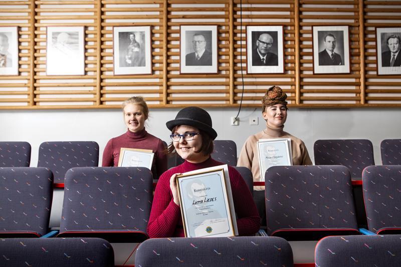 Suomenkielisen sarjan mitalikolmikko on Lotta Liedes, Venla Nauha ja Milla Pääjärvi.