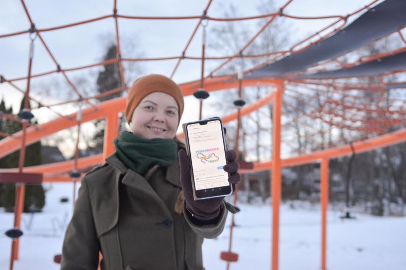 Kaupunginpuutarhuri Sini Sangi esittelee Ihan pihalla Kokkolassa -Instagramtiliä, jossa Puistohaasteen haastetehtävät julkaistaan.