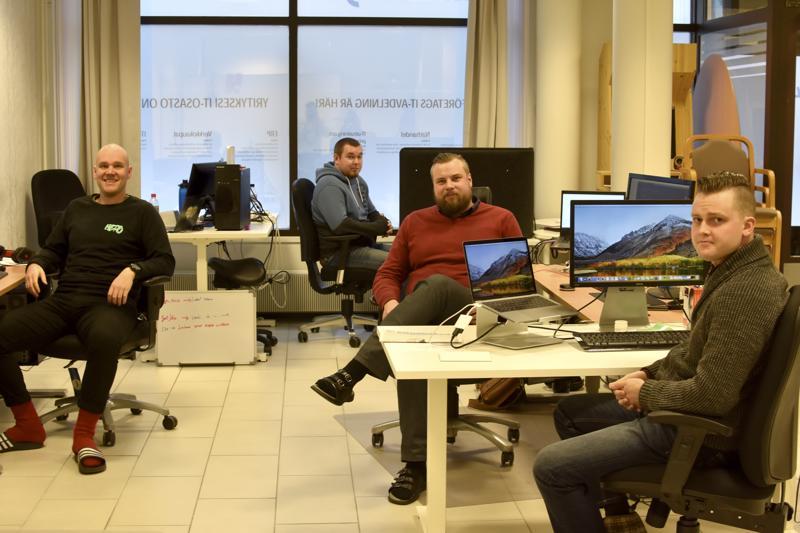 Bill Kåla, Tommi Kerola, Petter Lillhonga ja Sami Salmu löytyvät Torikadun toimistolta.