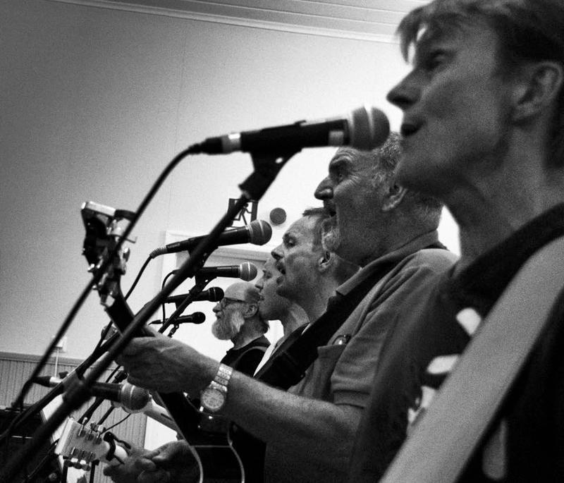 Stemmalaulu on kunniassaan Eagles-tribuuttikeikkoja heittävässä Dollan & Friendsissä.