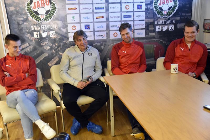 Joni Remesaho, Alexei Eremenko, Niklas Käcko ja Jaron apuvalmentaja Jonas Portin pitävät lauantain harjoitusottelua hyvänä sparrauksena pian alkavaa Cupin karsintavaihetta ajatellen.