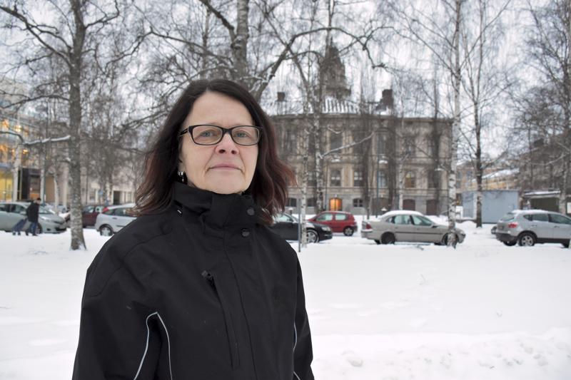 Reilut 30 vuotta sitten pietarsaarelaistunut Terhi Leivo-Holmqvist lähtee ajamaan nuorten ja ikäihmisten asiaa kevään vaaleissa.