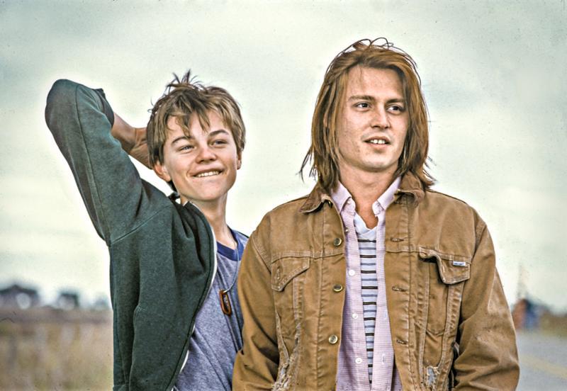 Nuori Johnny Depp ja vielä nuorempi Leonardo DiCaprio ovat veljekset elämän karikoissa pikkukaupungissa Gilbert Grape -elokuvassa.