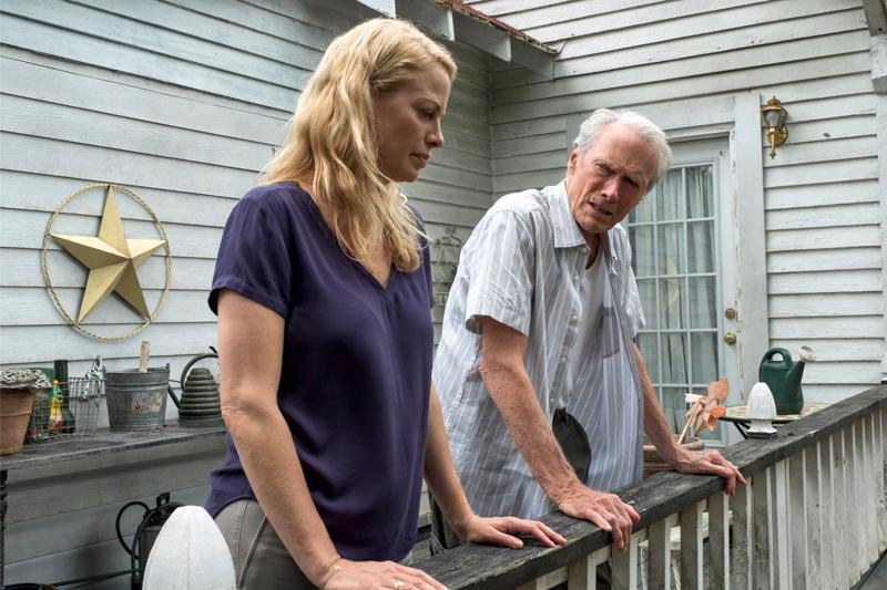 Clint Eastwood näyttelee tyttärensä Iris Eastwoodin kanssa toisistaan vieraantuneita perheenjäseniä rikosfilmissä The Mule.
